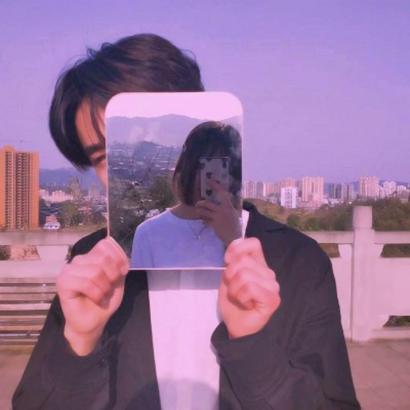 情侣头像镜子自拍图片高清有创意的情侣头像拿手机对镜子