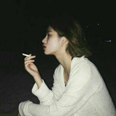 女生抽烟头像伤感霸气高清伤感头像女生抽烟霸气