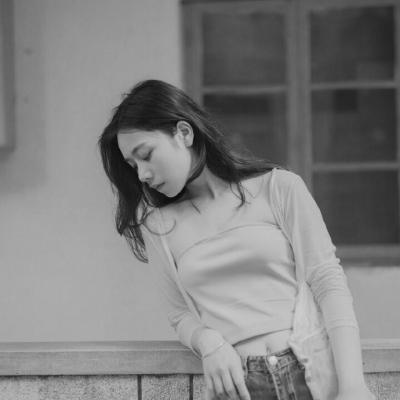 女生头像黑白伤感高清黑白图片失恋伤感女生头像