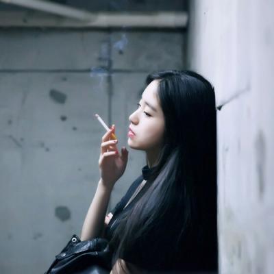 qq头像女生吸烟伤感高清有意境的伤感女生抽烟头像