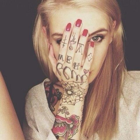 微信头像纹身女高清好看纹身女孩的微信头像图片