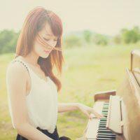 女生弹钢琴图片头像唯美好看的女生弹钢琴头像大多为背影