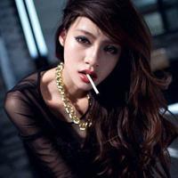 霸气女生头像叼烟超拽的霸气女生头像叼烟图片