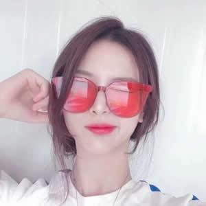 头像戴眼镜的女生高清新潮好看的戴眼镜女生头像图片