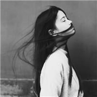 落寞的伤感的女生头像灰色图片
