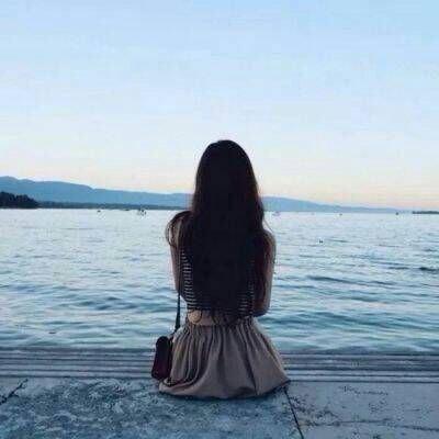 美女长发背后头像高清好看的女孩头像背影长发唯美图片