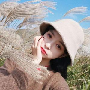 戴帽子女生小清新头像时尚的姑娘戴帽子凸显温婉气质
