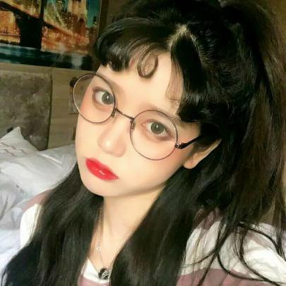 qq头像女生戴眼镜可爱图片