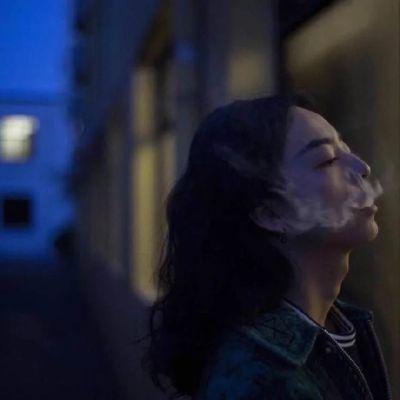 qq女生头像颓废堕落,喝酒抽烟失落的女生颓废堕落头像图片