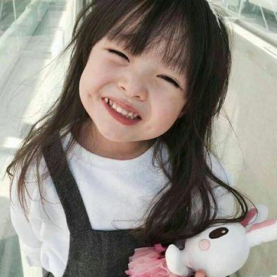 小女孩笑容头像高清卖萌搞怪的小女孩笑容灿烂头像图片