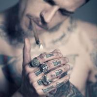 qq头像男生纹身抽烟霸气的男生头像抽烟纹身