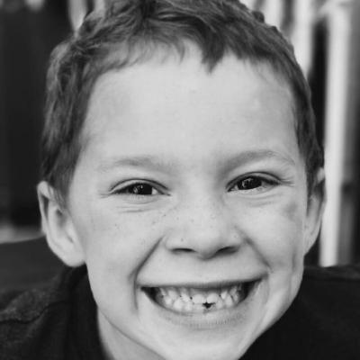 假笑男孩高清图片头像假笑男孩GavinThomas头像图片