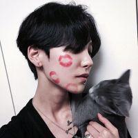 抱着一只猫的男生头像有爱的男生抱在怀里猫咪头像