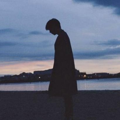 男生背影头像伤感高清孤独落寞的唯美头像男生背影伤感图片