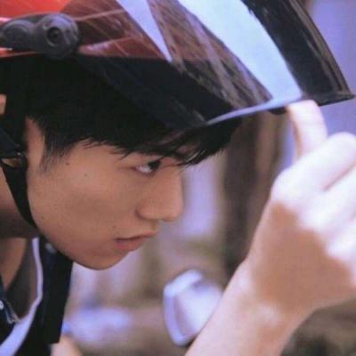 微信真人少年头像高清好看的中国帅气真人少年头像图片