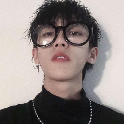 韩国男生最新帅气头像 笑并不总意味着快乐