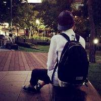 好看的男生头像,半身的,背影的,也有背着书包的